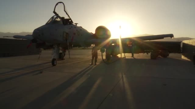 thunderbolt ii aircraft of the 303rd expeditionary fighter squadron at bagram airfield afghanistan during sunset hours - bagram stock-videos und b-roll-filmmaterial