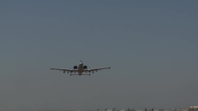 stockvideo's en b-roll-footage met thunderbolt ii aircraft take off from bagram airfield afghanistan - bagram air base