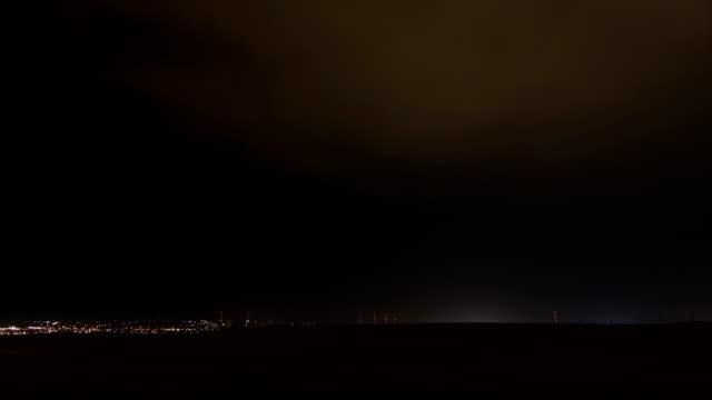 vídeos de stock e filmes b-roll de thunderstorm at night, timelapse - rapid city