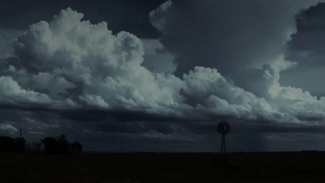 Thunderstorm builds at night in Kansas