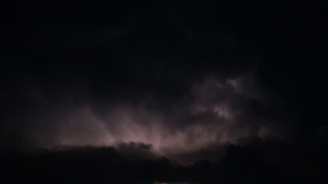 stockvideo's en b-roll-footage met de wolken van de onweersbui bij nacht - atmosphere filter