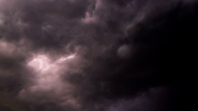 vídeos de stock e filmes b-roll de thunderstorm clouds with lightning - authority