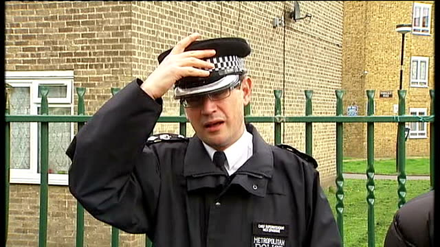 thusha kamaleswaran shooting in stockwell police search for gunman chief superintendent nick ephgrave speaking to press sot a truly shocking event if... - ストックウェル点の映像素材/bロール