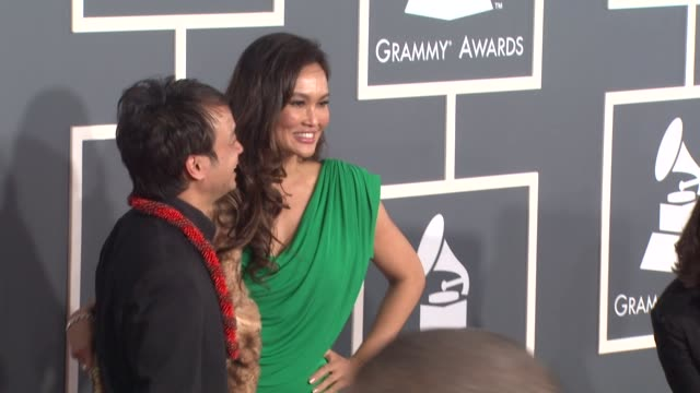 stockvideo's en b-roll-footage met tia carrere and guest at the 53rd grammy awards - arrivals at los angeles ca. - tia carrere