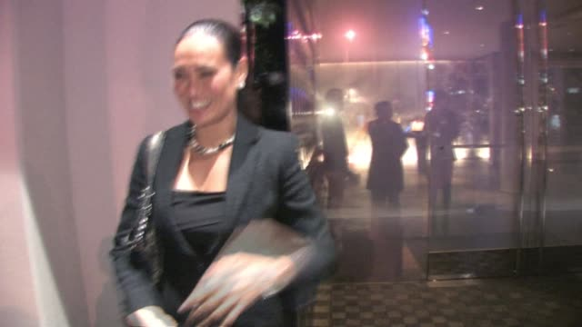 vídeos de stock, filmes e b-roll de tia carrere at andaz in west hollywood at the celebrity sightings in los angeles at los angeles ca - tia carrere