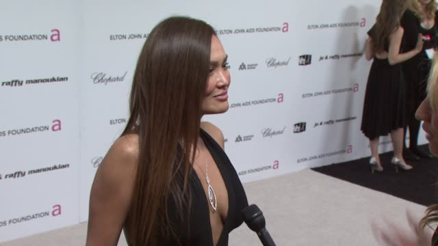 stockvideo's en b-roll-footage met tia carrere at the 17th annual elton john aids foundation academy award viewing party par at los angeles ca. - tia carrere