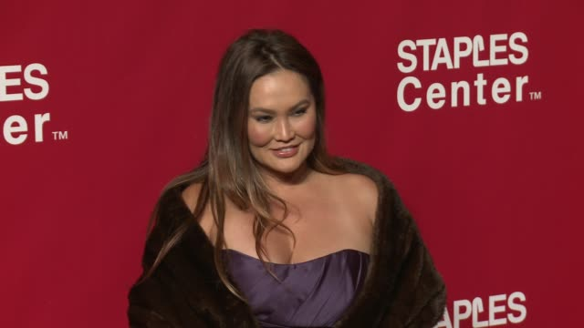 vídeos de stock, filmes e b-roll de tia carrere at the 2016 musicares person of the year honoring lionel richie at los angeles convention center on february 13 2016 in los angeles... - tia carrere
