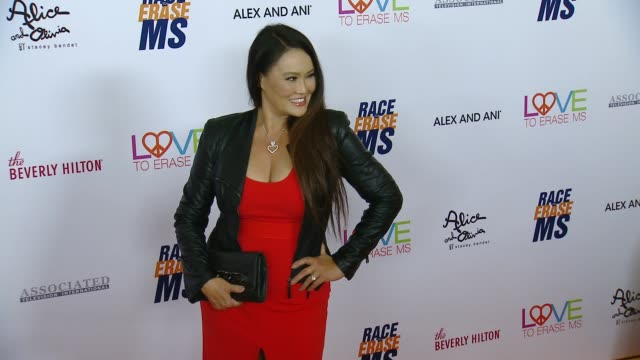 vídeos de stock, filmes e b-roll de tia carrere at the 26th annual race to erase ms at the beverly hilton hotel on may 10 2019 in beverly hills california - tia carrere
