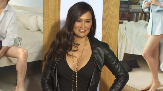 stockvideo's en b-roll-footage met tia carrere at the 'no strings attached' premiere at westwood ca. - tia carrere