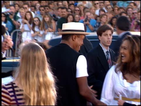 vídeos de stock, filmes e b-roll de tia carrere at the 'true lies' premiere on july 12 1994 - tia carrere
