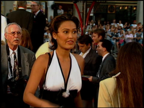 vídeos de stock, filmes e b-roll de tia carrere at the 'waterworld' premiere at grauman's chinese theatre in hollywood california on july 26 1995 - tia carrere