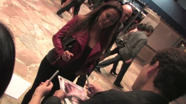 vídeos de stock, filmes e b-roll de tia carrere jo koy greet fans at footloose premiere in westwood - tia carrere