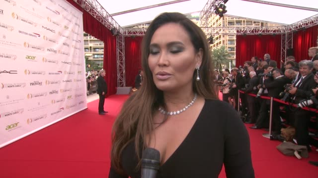vídeos de stock, filmes e b-roll de interview tia carrere on meeting her international fans and them being fans of her hawaiian music on being surprised what resonates with them 54th... - tia carrere