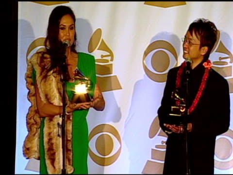 vídeos de stock e filmes b-roll de tia carrere on the grammy awards and her music at the 53rd grammy awards - press room at los angeles ca. - tia