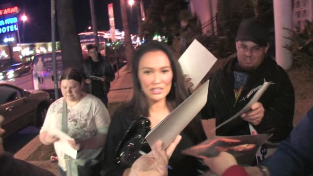 vídeos de stock, filmes e b-roll de tia carrere outside falcon in west hollywood at the celebrity sightings in los angeles at los angeles ca - tia carrere