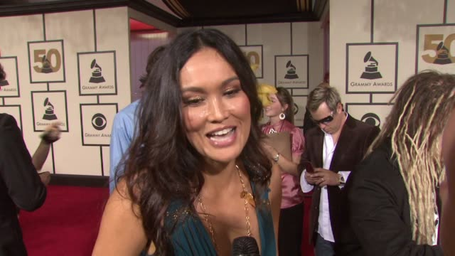 stockvideo's en b-roll-footage met tia carrere, the music, tina turner at the 50th annual grammy awards at los angeles california. - tia carrere