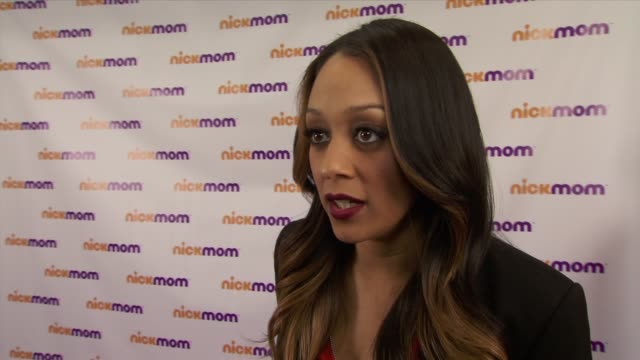 """vídeos de stock e filmes b-roll de tia mowry-hardrict talks about all things mom and to represent nick mom at """"nickmom"""" panel discussion at viacom building on september 25, 2013 in new... - tia"""
