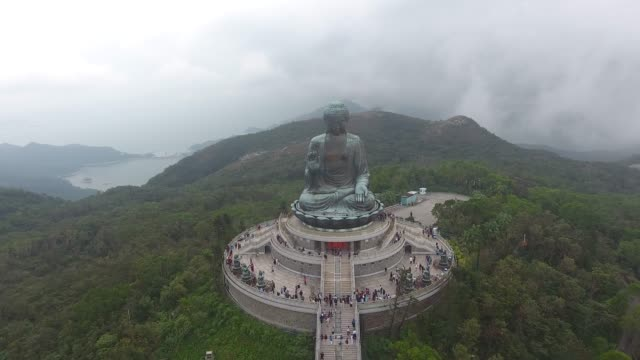 vídeos de stock e filmes b-roll de tian tan big buddha aerial view in hong kong - cultura chinesa