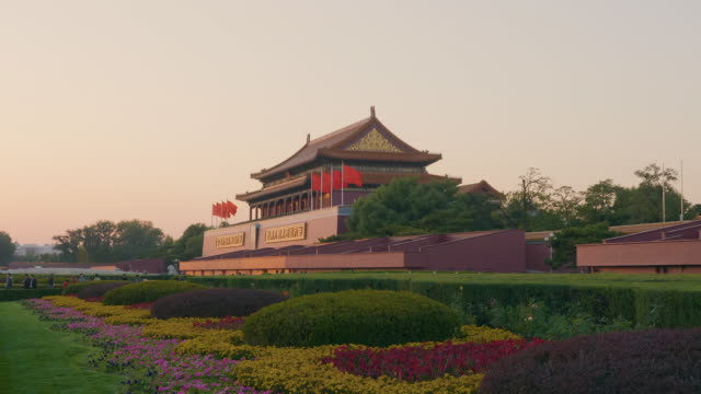 ws tiananmen gate, beijing, china - tiananmen gate of heavenly peace stock videos & royalty-free footage