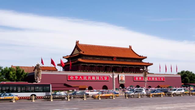 vídeos de stock, filmes e b-roll de t/l ws pan tiananmen square / beijing, china - portão da paz celestial de tiananmen