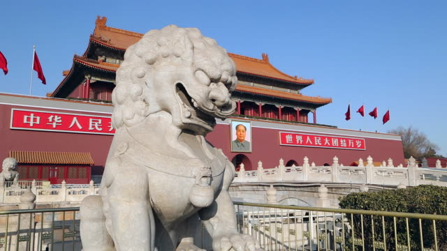 stockvideo's en b-roll-footage met tiananmen square, gate of heavenly peace, forbidden city, beijing, china - plein van de hemelse vrede