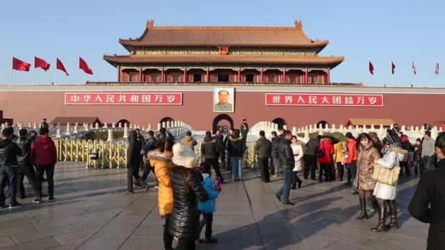 tiananmen square, gate of heavenly peace, forbidden city, beijing, china - tiananmen square bildbanksvideor och videomaterial från bakom kulisserna