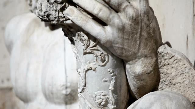 テベレ川の神の像のパラッツォ senatorio ローマで - テベレ川点の映像素材/bロール