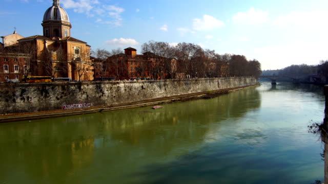 ポンテ ・ プリンチペ ・ アメデオ ・ サボイア アオスタ、ポンテ ・ ジュゼッペ ・ マッツィーニ ローマのテベレ川 - テベレ川点の映像素材/bロール