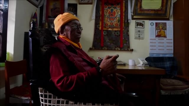 vídeos de stock e filmes b-roll de tibetan medicine known as sowa rigpa draws on centuries old techniques such as blood letting cupping and moxibustion burning herbs on energy points... - acupuntura