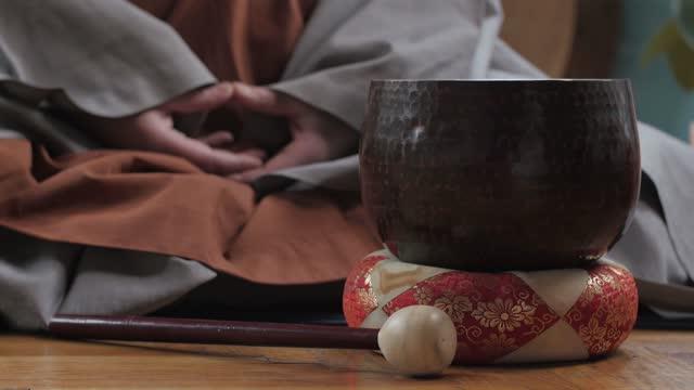 tibetan monk morning ritual meditating with sound bowl - traditionally tibetan stock videos & royalty-free footage