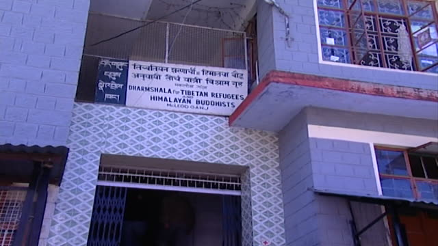 tibetan refugee center, dharamsala. zoom in on a sign for the tibetan refugees and himalayan buddhists centre in dharamsala. - traditionally tibetan stock videos & royalty-free footage
