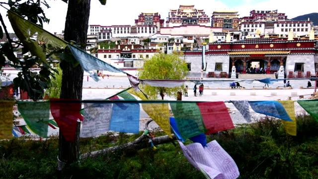Tibetaanse tempel Songzanlin klooster in Shangri-la stad van Yunnan, China