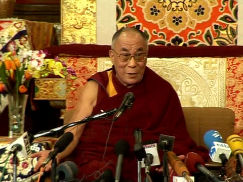 tibet's exiled spiritual leader the dalai lama on tuesday accused china of having brought hell on earth to his homeland, in a speech on the sensitive... - esilio video stock e b–roll