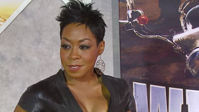 tichina arnold at the 'wild hogs' premiere at the el capitan theatre in hollywood, california on february 27, 2007. - el capitan kino stock-videos und b-roll-filmmaterial