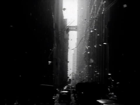 ticker tape falling through air / crowds filling streets and waving american flags - vj演出点の映像素材/bロール