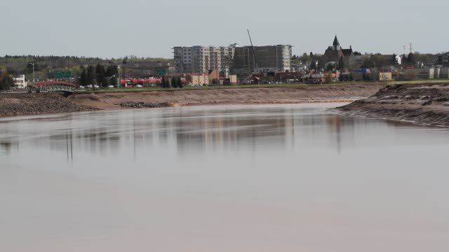 Tidal bores in Moncton