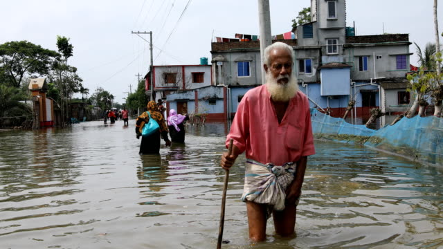 tidal surge hits satkhira due to rising sea levels in bangladesh on september 02, 2020. - island stock videos & royalty-free footage