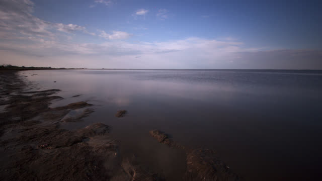 tl tide comes in on mud flats, delaware, usa - mud flat stock videos and b-roll footage