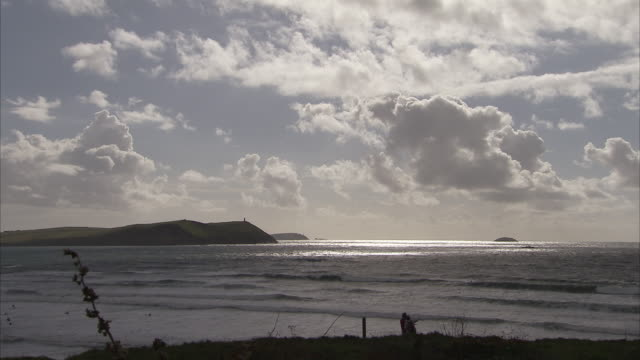 vidéos et rushes de tide coming in on the cornish coast england available in hd. - marée