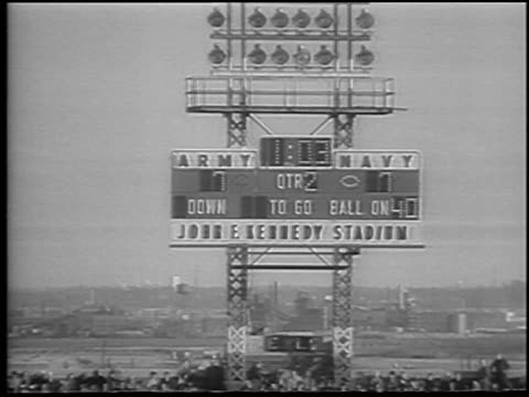 vídeos de stock e filmes b-roll de b/w 1965 tied score on scoreboard at army vs navy football game / philadelphia / newsreel - cadete