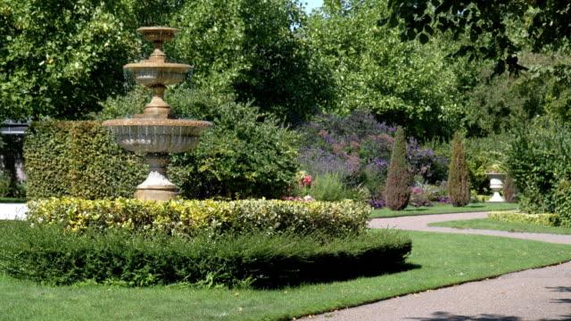 tiered fountain in london regent's park avenue gardens - formal garden stock videos & royalty-free footage