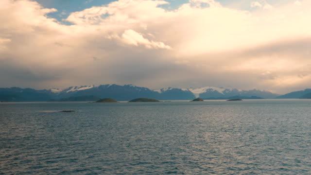 vídeos de stock, filmes e b-roll de tierra del fuego general view of the mountains during sunset - passear sem destino