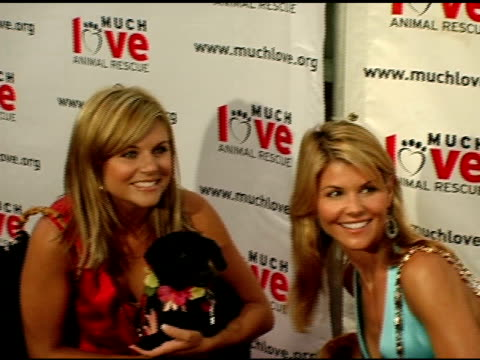 tiffani thiessen and lori loughlin at the 4th annual much love animal rescue celebrity comedy benefit at the laugh factory in hollywood california on... - tiffani thiessen stock videos & royalty-free footage