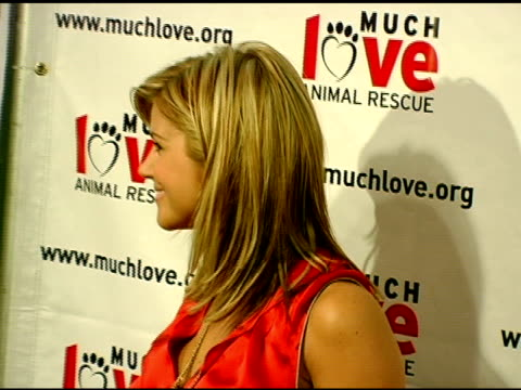 tiffani thiessen at the 4th annual much love animal rescue celebrity comedy benefit at the laugh factory in hollywood california on august 10 2005 - tiffani thiessen stock videos & royalty-free footage