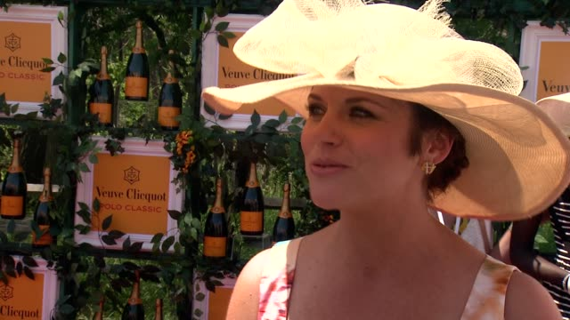 interview tiffani thiessen talks about how beautiful this event is how she likes to wear hats anyway the sixthannual veuve clicquot polo classic in... - tiffani thiessen stock videos & royalty-free footage
