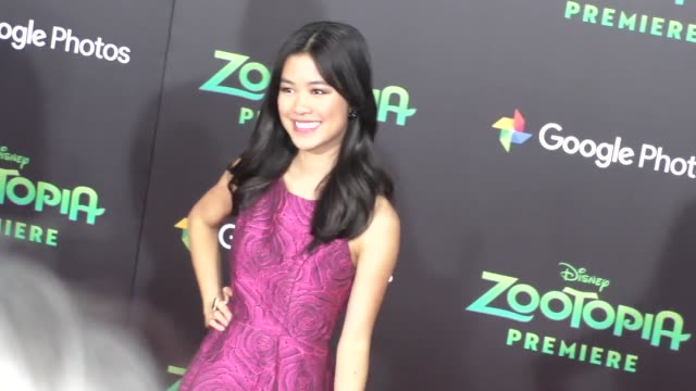 vidéos et rushes de tiffany espensen at the zootopia premiere at el capitan theatre in hollywood at celebrity sightings in los angeles on february 17 2016 in los angeles... - cinéma el capitan
