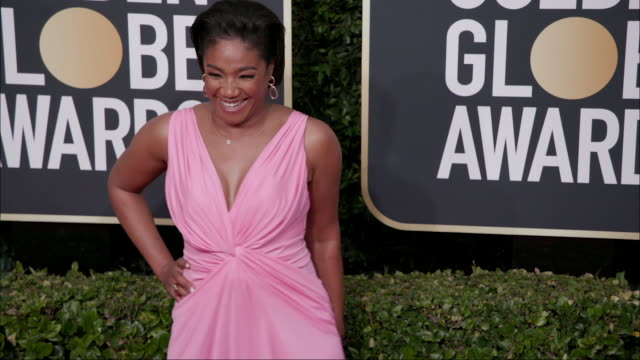vídeos y material grabado en eventos de stock de tiffany haddish at the 77th annual golden globe awards at the beverly hilton hotel on january 05 2020 in beverly hills california - the beverly hilton hotel