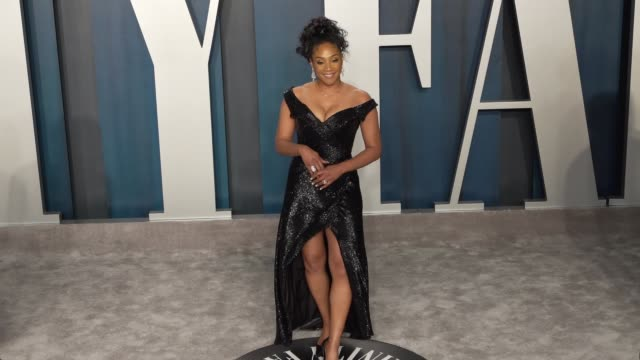 vídeos de stock e filmes b-roll de tiffany haddish at vanity fair oscar party at wallis annenberg center for the performing arts on february 09, 2020 in beverly hills, california. - vanity fair oscar party