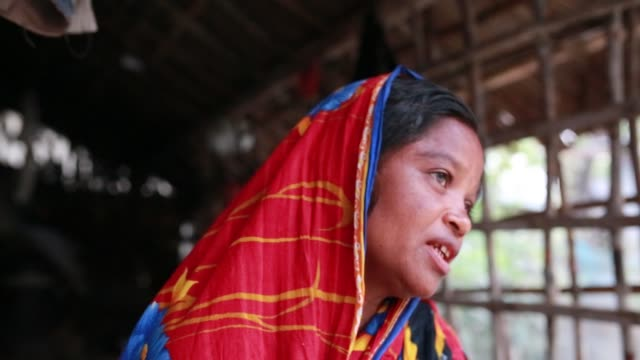 tiger widow dipali speeches that she had faced situation after her husband attack by tiger at sundarban at satkhira bangladesh on april 12 2018 she... - widow stock videos and b-roll footage