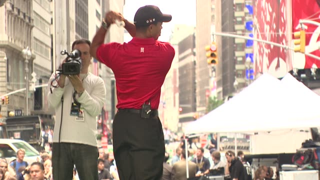 tiger woods at the 'showdown on broadway' tiger woods tees off against jimmy fallon at new york ny - ゴルフのティー点の映像素材/bロール